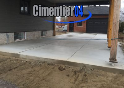 cour privée en ciment coulé